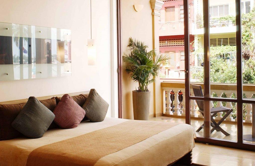 Phnom Penh, FCC hotel   Rama Tours