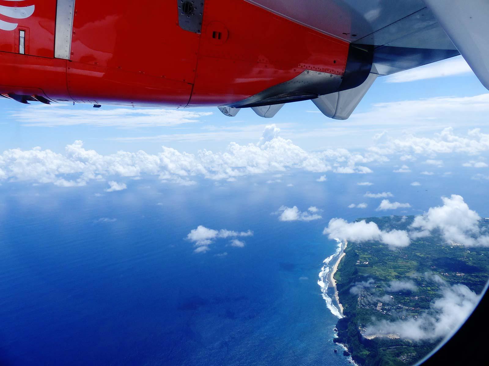 tips duurzaam toerisme vliegtuig in de lucht