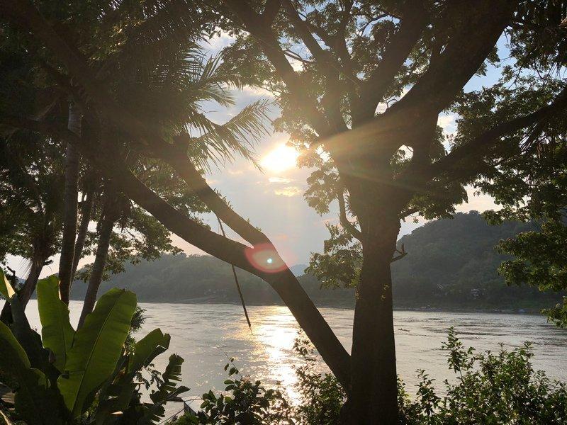 Zonsondergang op de Mekong tijdens een rondreis in Laos